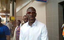 Humanitaire : l'international français Mamadou Sacko à Conakry pour offrir de dons aux orphelins