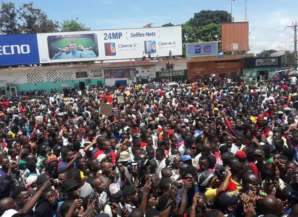 Conakry: une marrée humaine dans les rues contre l'augmentation du prix du carburant