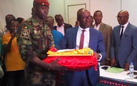 Pour avoir sauvé la vie d'un enfant de trois(3) ans : Un Militaire et   Civil Guinéen  récompensés  par le gouvernement