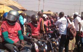 Semaine nationale de la Citoyenneté et de la paix : Remise des gilets aux  conducteurs des taxis motos  par des  cadres du département