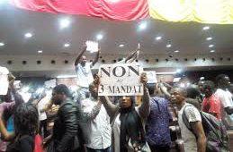 Guinée :Des partis politiques favorables à la révision de la constitution désavoués  par des groupes de personnes
