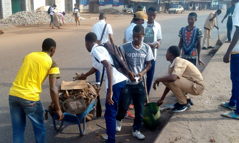 Assainissement  de la Ville : Des élèves s'activent