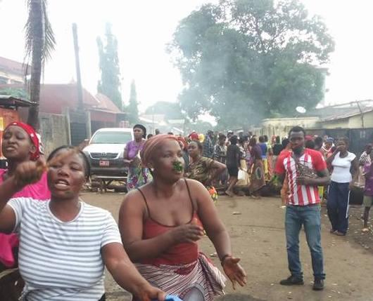 Matoto: :Les jeunes dans les rues pour protester contre les coupures  intempestives de courant..