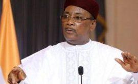 Niger : Mahamadou Issoufou se dit fier d'être le 1er président démocratiquement élu à transmettre le pouvoir