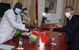 COVID19 : la Chine annule 23 millions de dollars de dette de la Guinée et annonce l'arrivée de 200 mille vaccins le lundi prochain