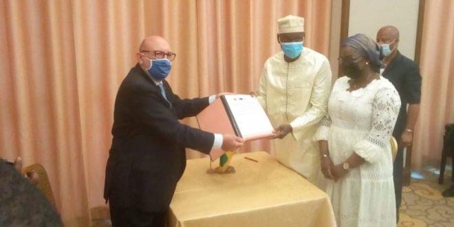 Guinée: Le gouvernement et la BEI signent un contrat de financement du projet d'interconnexion électrique à hauteur de 170 millions d'euros