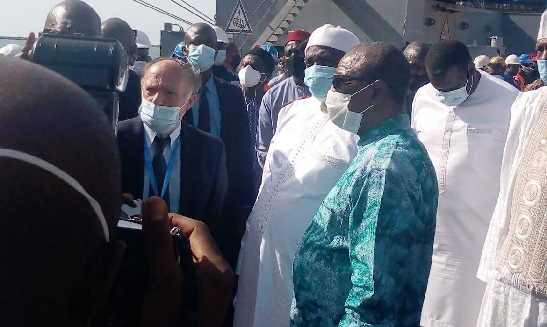 Visite d'amitié du président Adama Barrow à Conakry :Le président Alpha Condé, a élevé son homologue à la dignité de grand-Croix de l'ordre National du mérite
