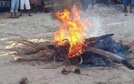 Kindia/Vindicte populaire: Un présumé voleur de moto brulé vif par les citoyens