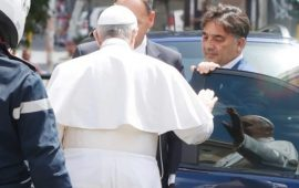 Le pape François quitte l'hôpital 10 jours après son opération